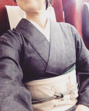 京都 講座の3回目 シックなコーデに手が伸びます。 深い色を使ってみる イベント きもののひきだし て体験できる錫の根付けを付けて #富山#魚津#kicca#錫#きもの#口あけて寝てたもよう……。